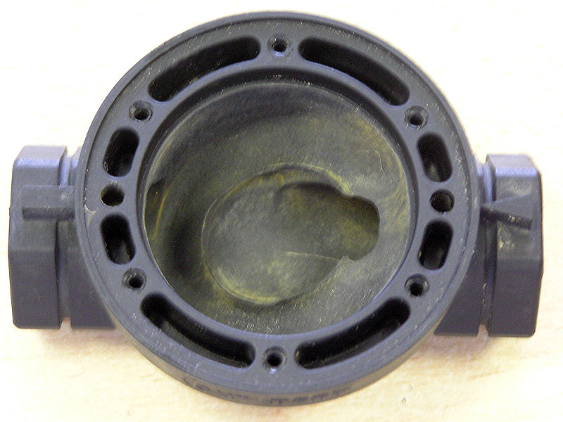 Kavitáció károsító hatása mágnesszelepen (forrás: www.aquarex.hu)