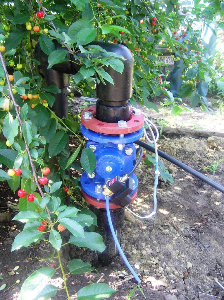 öntözés 2 km távolságból vezérelt szeleppel. (forrás: www.aquarex.hu)