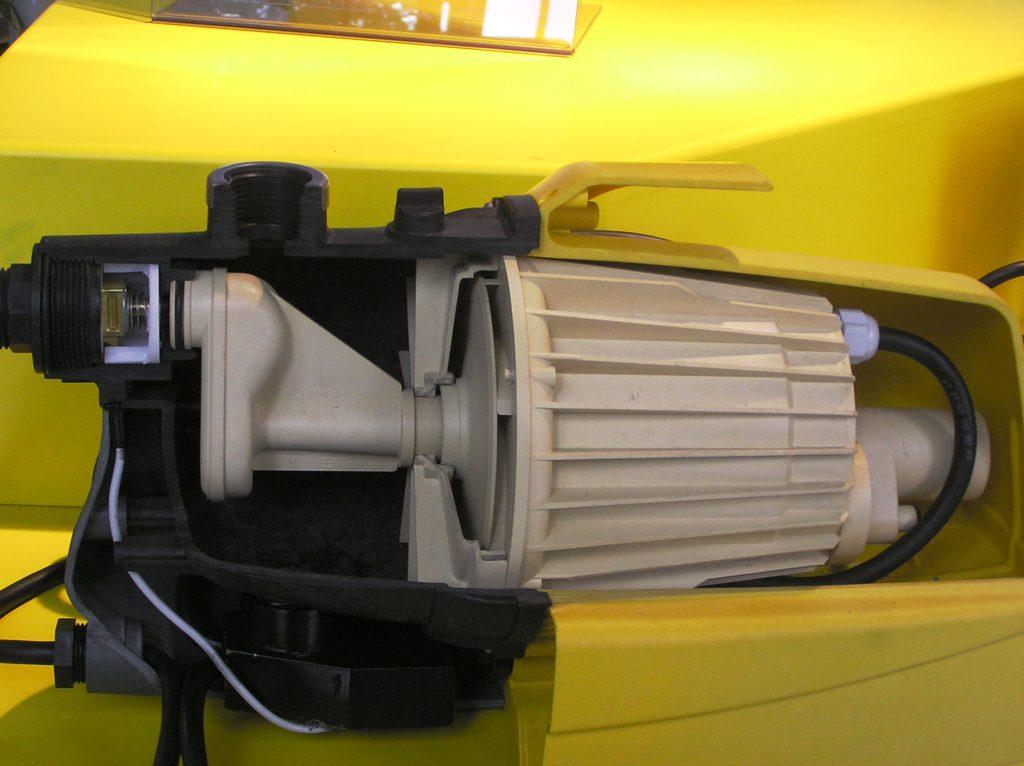 Nem rozsdásodik, mert műanyag. (forrás: www.aquarex.hu)